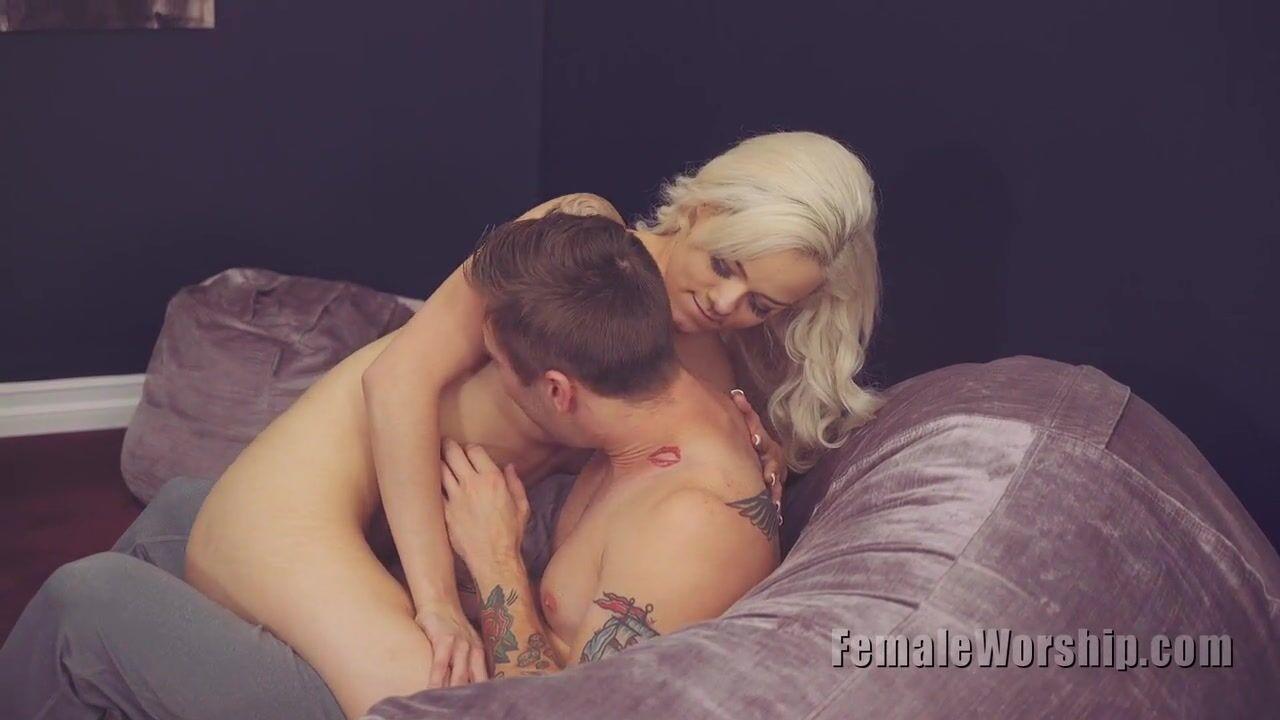 Блондинка Дразнится С Парнем - Смотреть Порно Онлайн