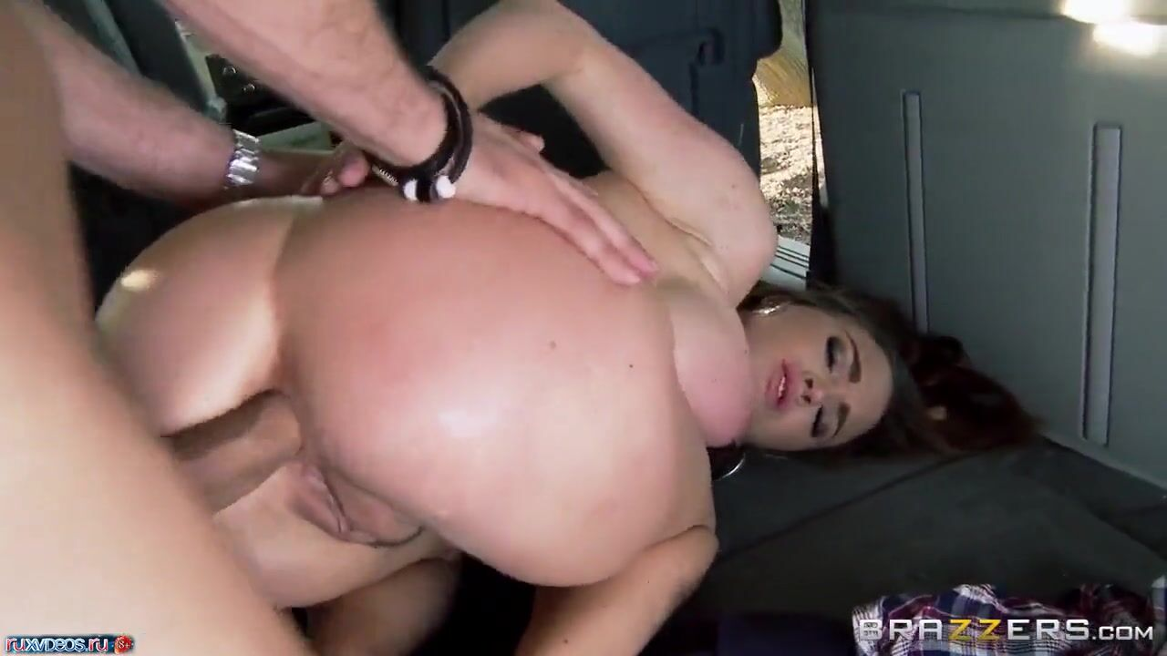 Порно звезда с супер сиськами любит анал